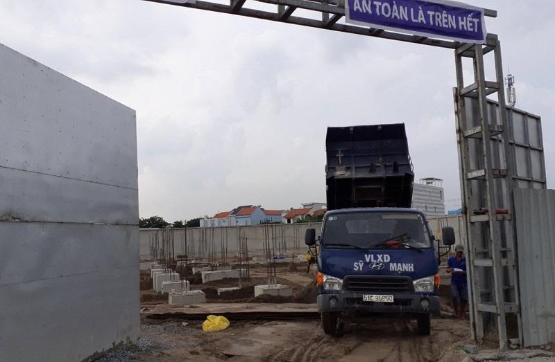 Đổ xà bần tại Celadon Tân Phú