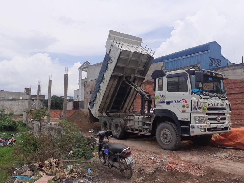 Công ty Sỹ Mạnh cung cấp cát xây dựng đến tận công trình