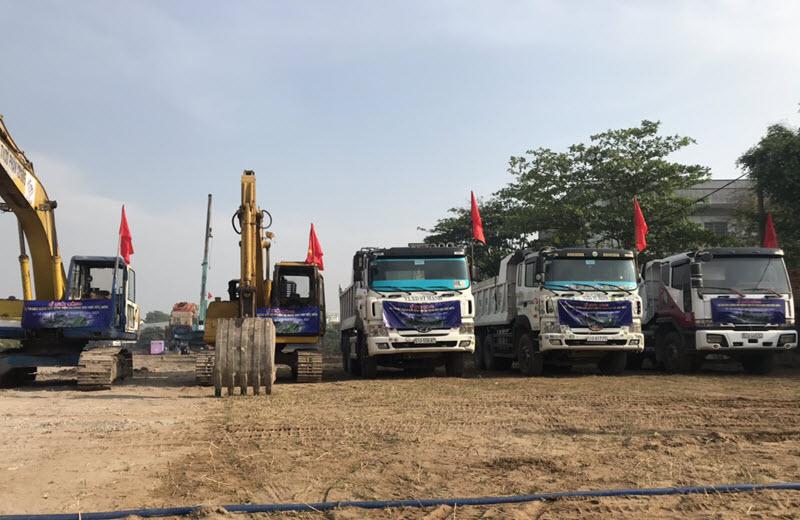 Hệ thống xe vận chuyển cát đá xây dựng của công ty Sỹ Mạnh